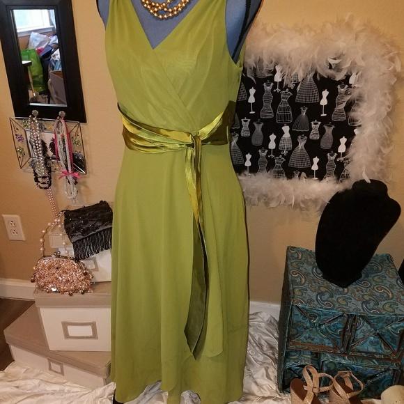 Evan Picone Dresses & Skirts - Evan Picone Stunning Green Dress